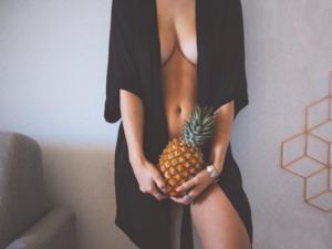 肌が綺麗な感じの女性モデルの写真